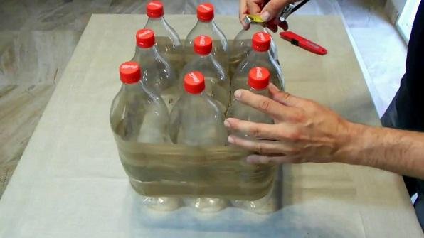 C mo hacer un puff con botellas de pl stico paso a paso - Como pegar corchos de botellas ...