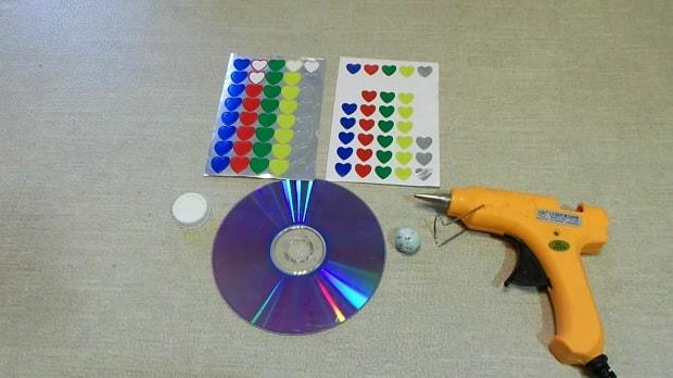 cómo hacer una peonza con un cd2-min