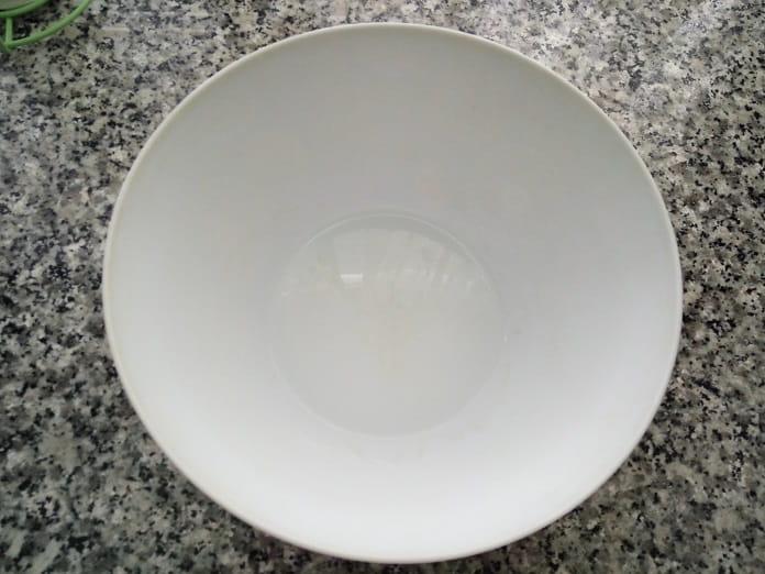 Cómo Quitar Manchas En Recipientes De Plástico Blanco
