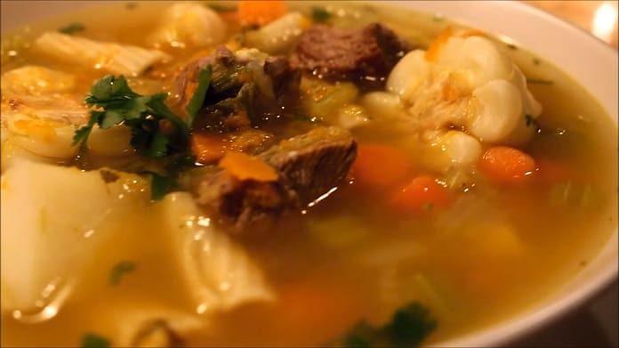 Cómo hacer una sopa de verduras con carne